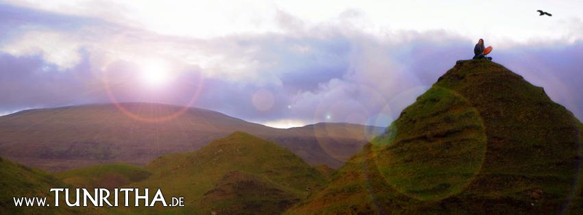 Schamanisches Trommeln im Faery Glen auf der Isle of Skye, Schottland
